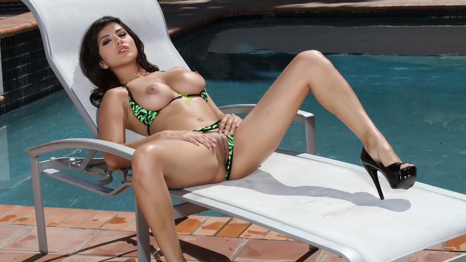 sexy-bikini-masturbate-amuture