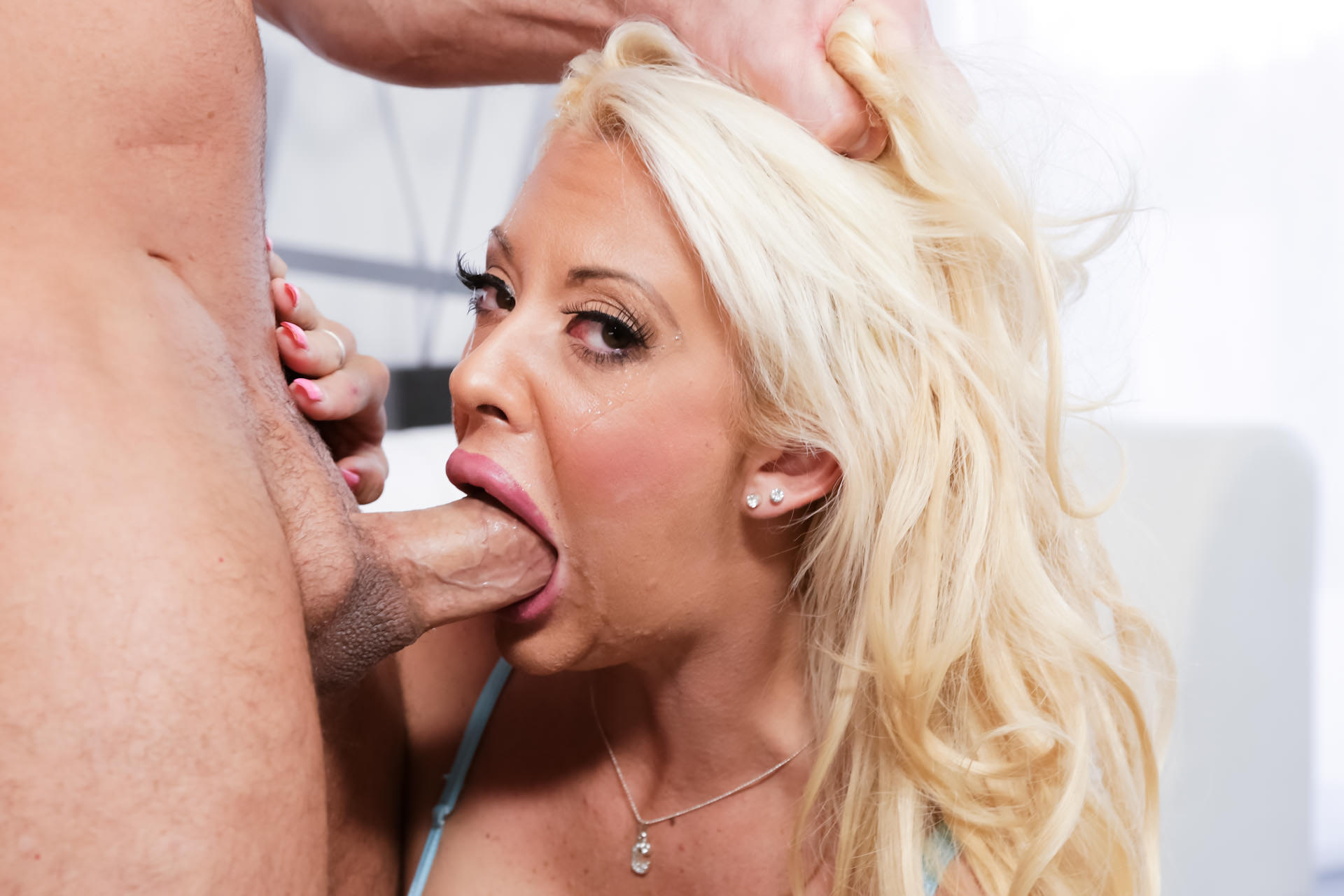 Courtney taylor throated